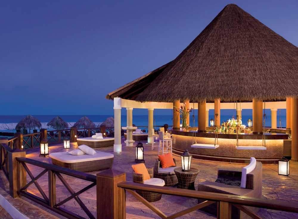 Poolside Bar, Secrets St. James Montego Bay - Luxury – All Inclusive