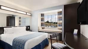 Escrivaninha, cortinas blackout, camas extras/dobráveis (sobretaxa)