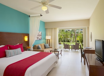 Preferred Club Junior Suite Tropical View 1 King Bed (Resort Access to Now Garden & Now Larimar) - Guestroom