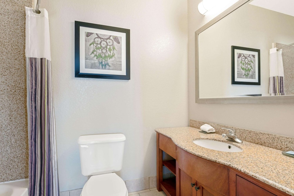 Bathroom, La Quinta Inn & Suites by Wyndham Ada