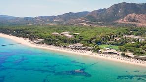 หาดส่วนตัว, เก้าอี้อาบแดด, ร่มชายหาด, ผ้าเช็ดตัวชายหาด