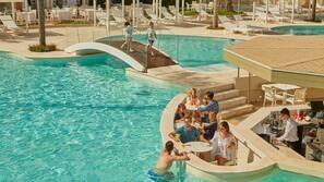 7 สระว่ายน้ำกลางแจ้ง, ร่มริมสระว่ายน้ำ, เก้าอี้อาบแดดริมสระ