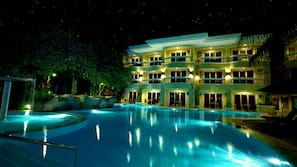 4 outdoor pools, open 8:00 AM to 10:00 PM, pool umbrellas, sun loungers