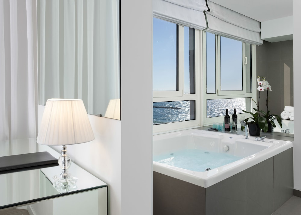 Jetted Tub, Sea Executive Suites