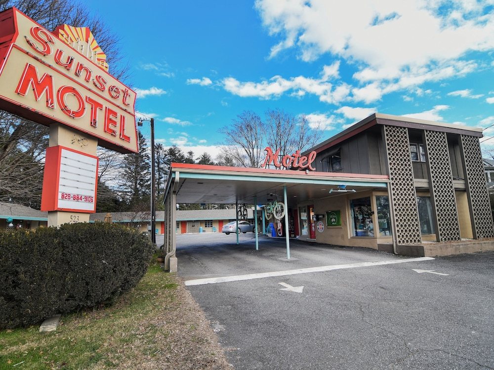 Featured Image, The Sunset Motel