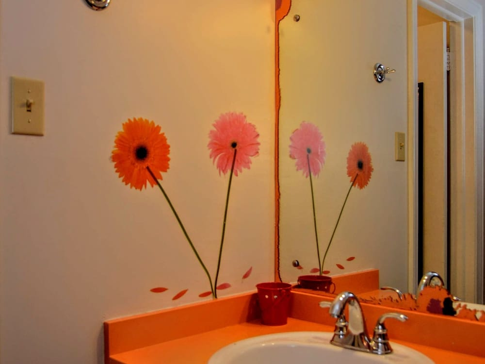 Bathroom, The Sunset Motel