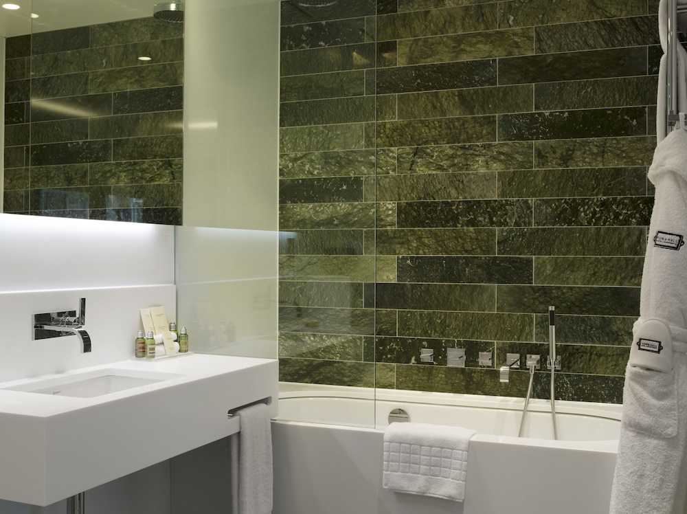 Bathroom, Town Hall Hotel & Apartments