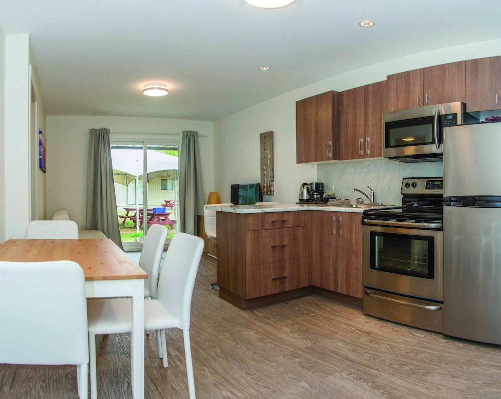 Private Kitchenette, Riverside Resort Motel and Campground