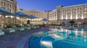 5 outdoor pools, pool umbrellas, sun loungers