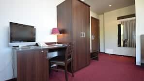 Minibar, Schreibtisch, Bügeleisen/Bügelbrett