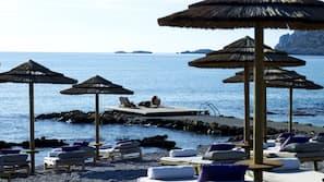Privatstrand, Cabañas (gegen Gebühr), Sonnenschirme, Strandtücher