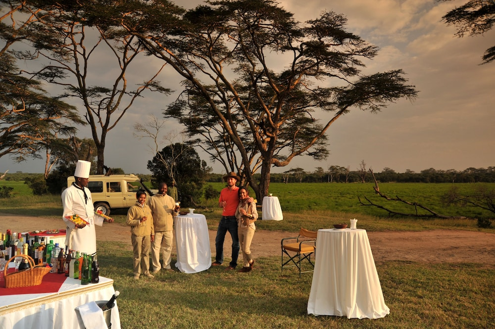 Outdoor Dining, Sweetwaters Serena Camp