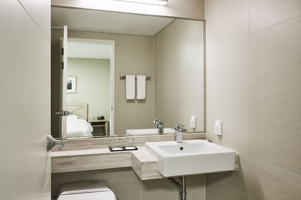 Bathroom, Haevichi Hotel and Resort Jeju