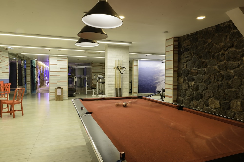 La mer deluxe hotel spa adults only in santorini for 4 dollz only salon