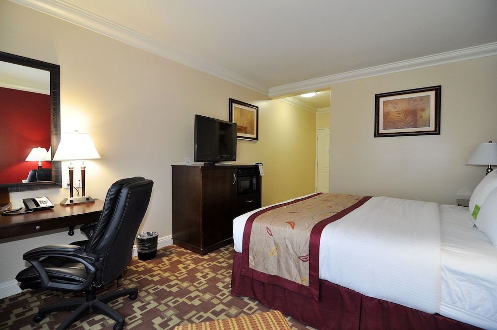 Room, La Quinta Inn & Suites by Wyndham Moreno Valley