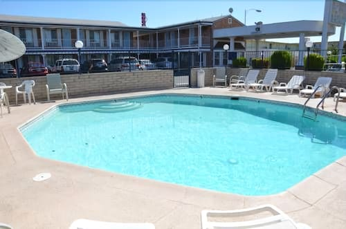 Outdoor Pool, University Inn