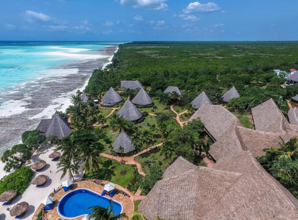 Book ras nungwi beach hotel nungwi hotel deals for Hotels zanzibar