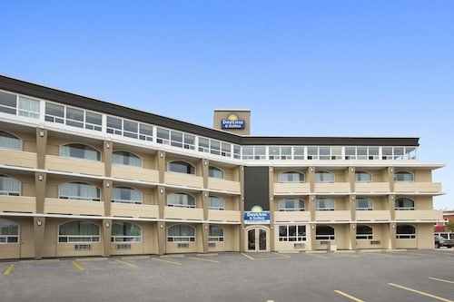 Days Inn & Suites by Wyndham North Bay