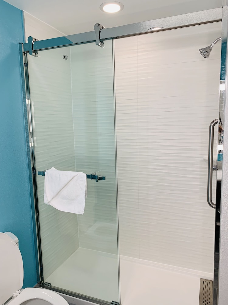 Bathroom Shower, La Quinta Inn & Suites by Wyndham Montgomery