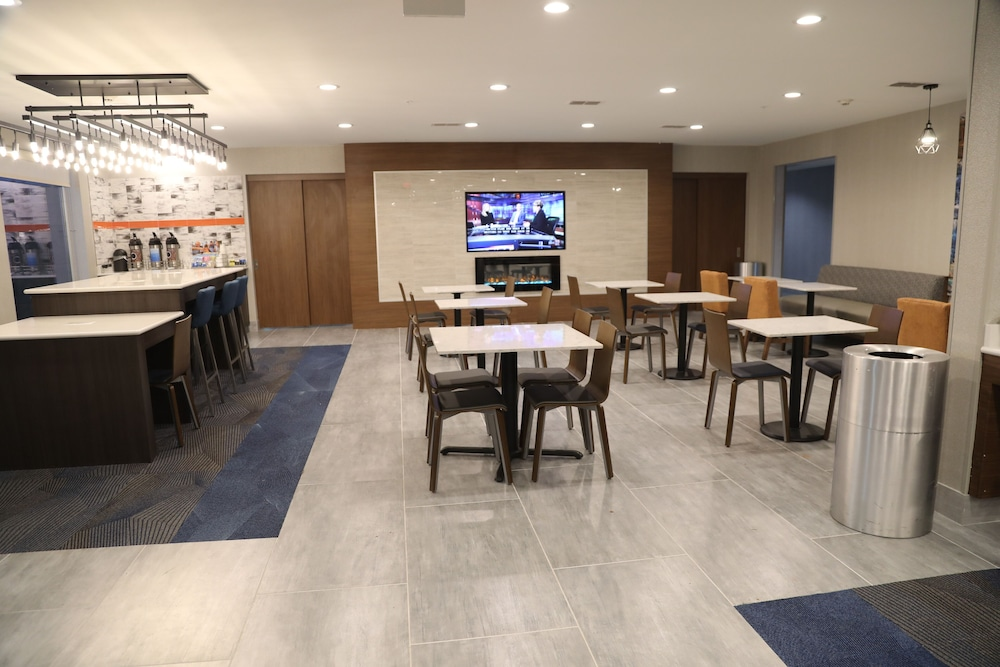 Banquet Hall, La Quinta Inn & Suites by Wyndham Montgomery