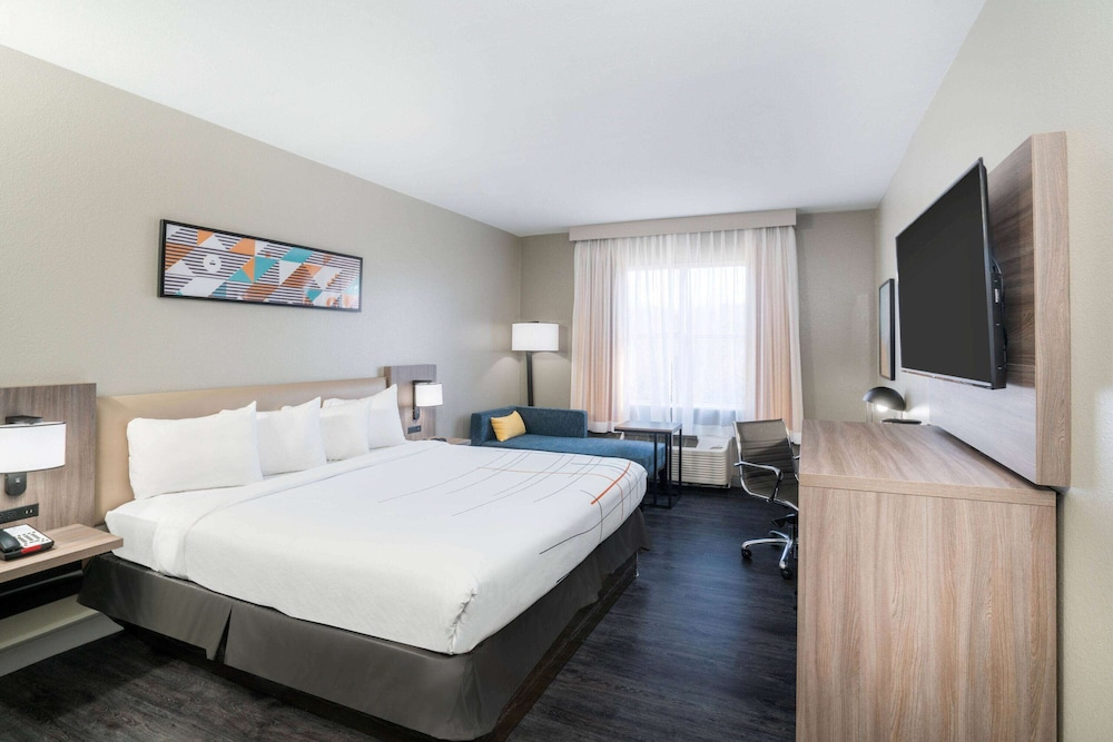 Room, La Quinta Inn & Suites by Wyndham Montgomery
