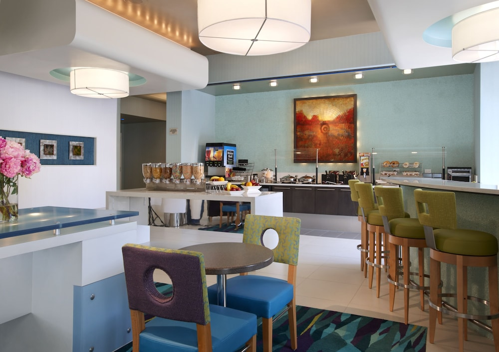 Breakfast Area, SpringHill Suites by Marriott Ewing Princeton South