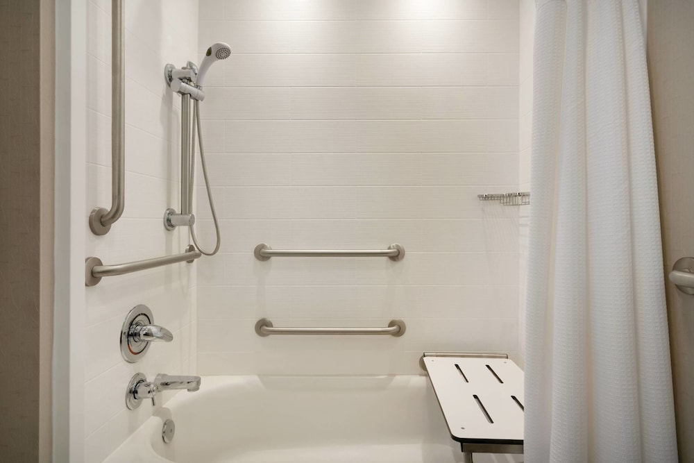 Bathroom, SpringHill Suites by Marriott Ewing Princeton South