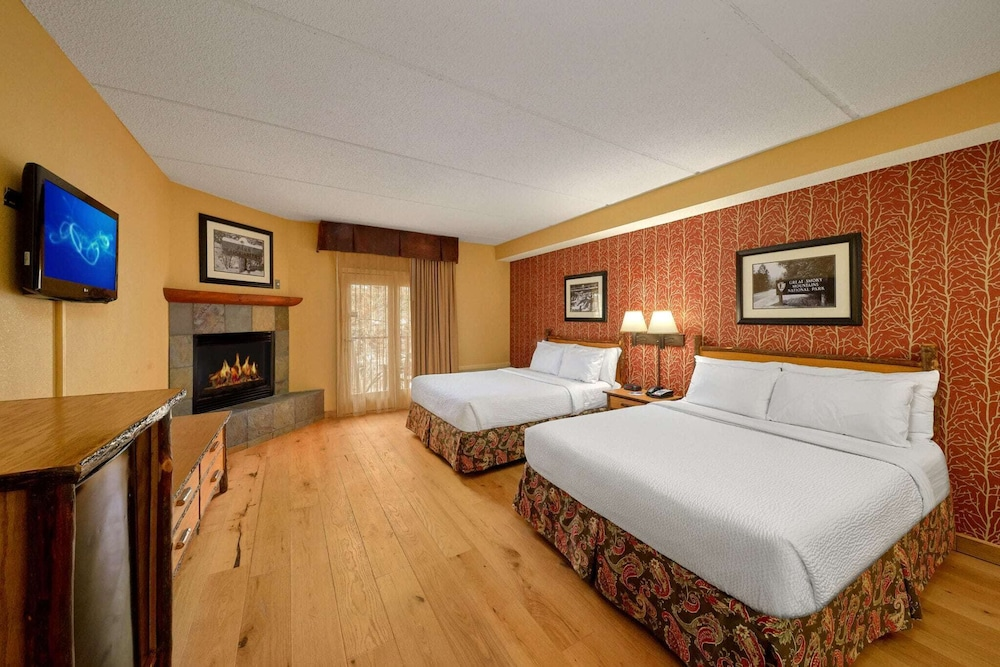 Room, Bearskin Lodge on the River