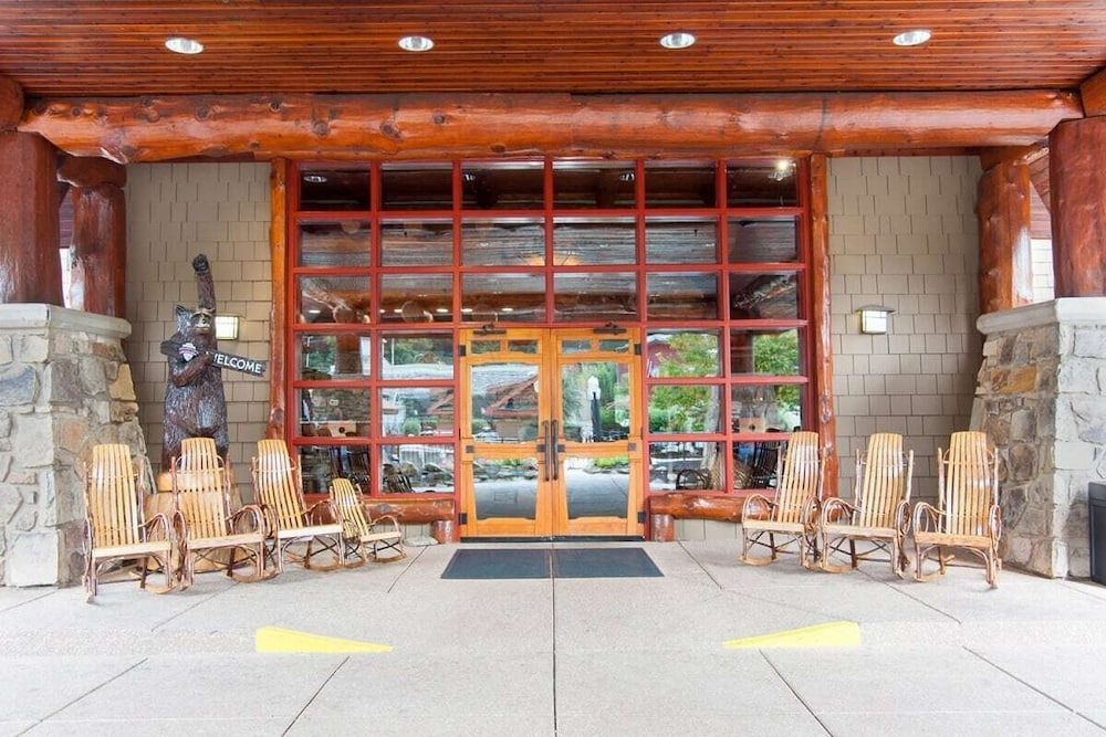 Property Entrance, Bearskin Lodge on the River