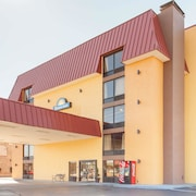 Days Inn & Suites by Wyndham Pigeon Forge