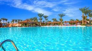 3 buitenzwembaden