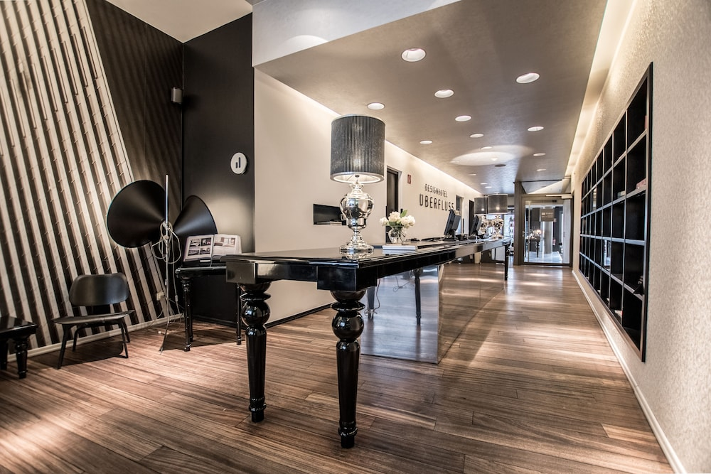 designhotel uberfluss. Black Bedroom Furniture Sets. Home Design Ideas