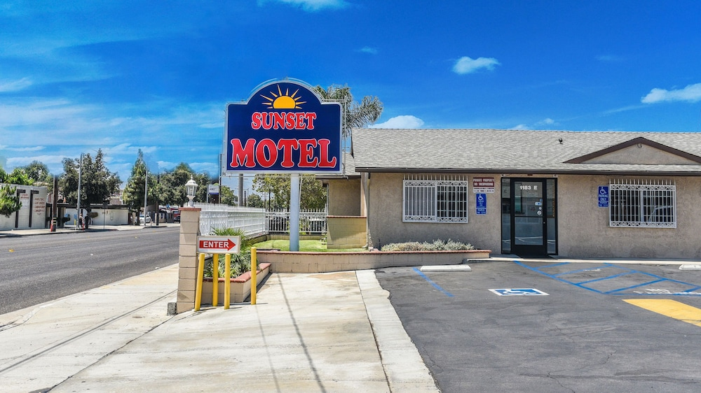 Exterior, Sunset Motel