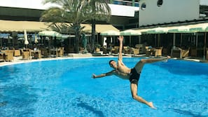 Seasonal outdoor pool, open 9:00 AM to 7:00 PM, cabanas (surcharge)