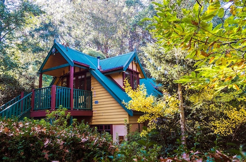 Stay in Dandenong Ranges's best hotels!