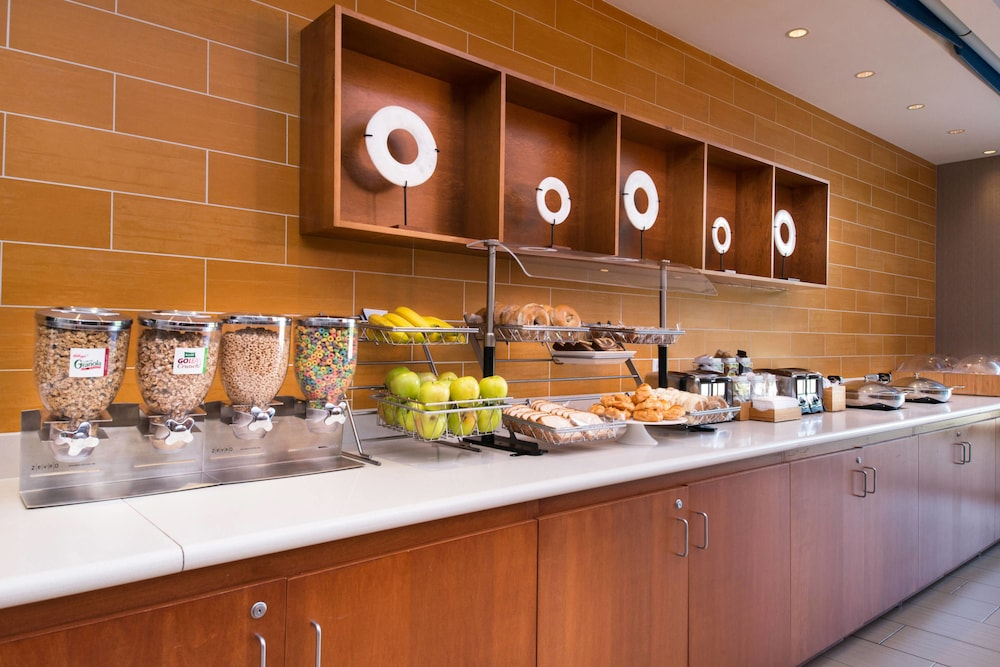 Breakfast Area, SpringHill Suites by Marriott Pittsburgh Southside Works