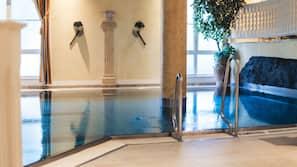 3 piscines couvertes, piscine extérieure (ouverte en saison)