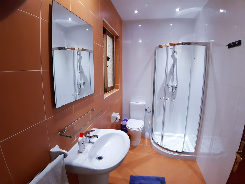 Bathroom, The Seven Apartments