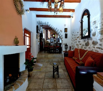 The Traditional Villas of Crete