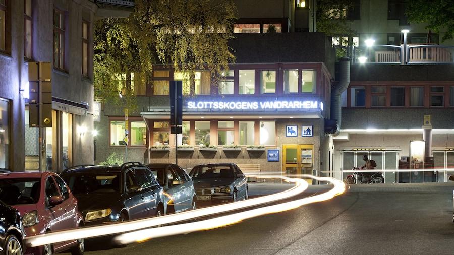 Slottsskogens Vandrarhem & Hotell