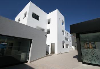 Calle de Begonias, 12-18. Playa den Bossa. 07817 Sant Josep, Ibiza, Balearic Islands, Spain.
