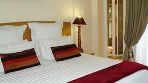 1 bedroom, hypo-allergenic bedding, pillowtop beds, minibar