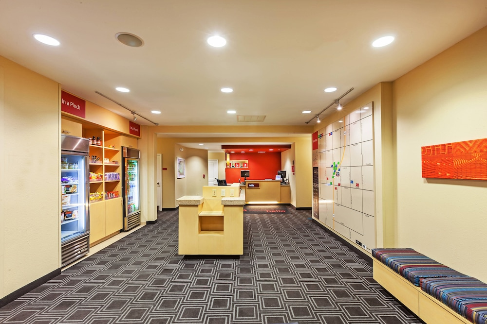 Lobby, TownePlace Suites by Marriott North Owasso