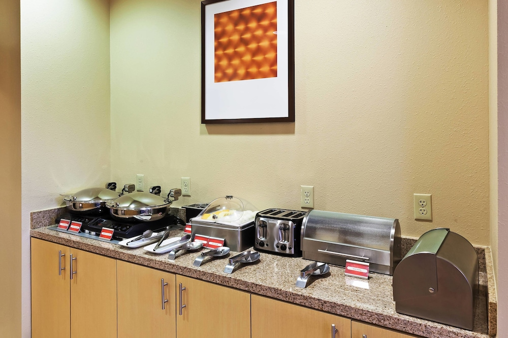 Breakfast Area, TownePlace Suites by Marriott North Owasso