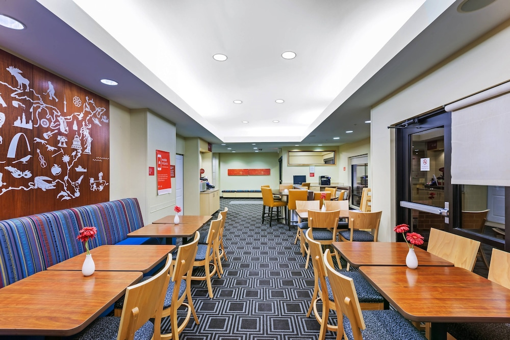 Restaurant, TownePlace Suites by Marriott North Owasso