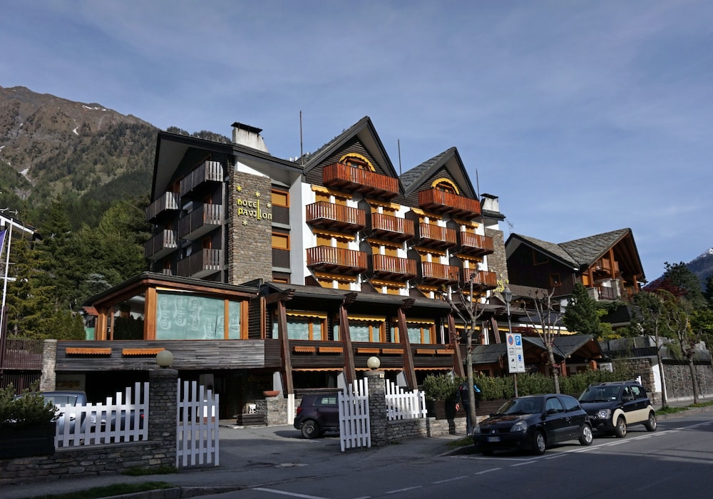 Hotel pavillon in valle d 39 aosta hotel rates reviews on for Design hotel valle d aosta