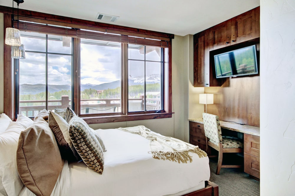 Room, One Ski Hill Place, A RockResort