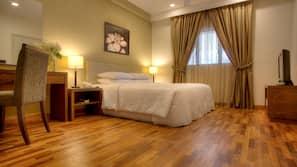 In-room safe, individually furnished, desk, laptop workspace