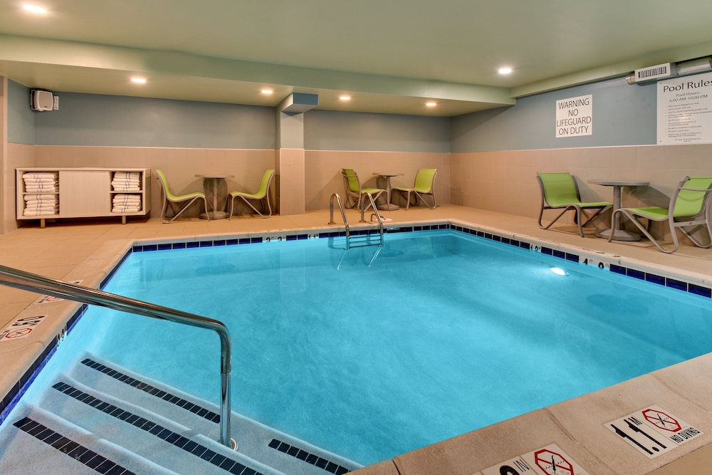 Pool, Holiday Inn Express Pittston - Scranton Airport, an IHG Hotel