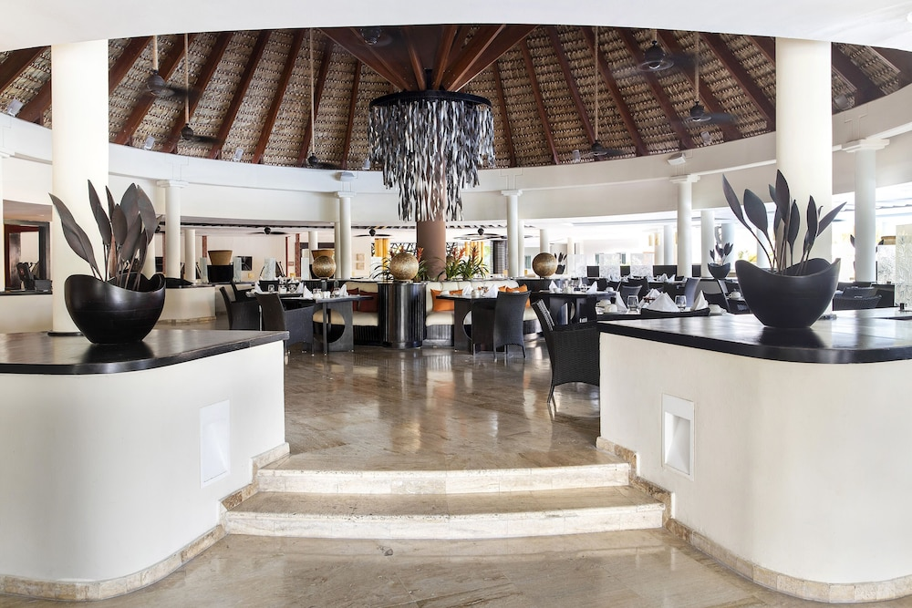 Family Dining, The Reserve At Paradisus Palma Real Resort All Inclusive